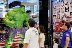 Superheromodellen visar i den mega Bangnaen i Thailand royaltyfri foto