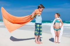 在海滩的Superheros 图库摄影