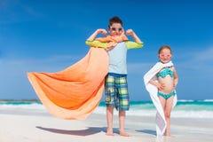 Superheros en una playa Foto de archivo libre de regalías