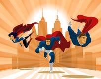 Superheroteam; Team die van superheroes, en vooraan vliegen lopen Stock Fotografie