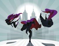 Superheroteam; Team die van superheroes, en vooraan vliegen lopen Royalty-vrije Stock Foto's