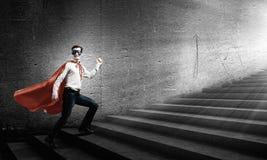 Superhombre en escalera Fotos de archivo