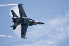 Superhornisse F-18 mit Dampf Lizenzfreies Stockbild