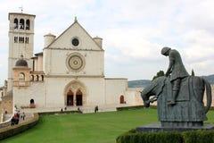 Superiore de la basílica y estatua de Francisco, Assisi Imágenes de archivo libres de regalías