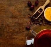 Superiore vista degli ingredienti e del tè Fotografie Stock
