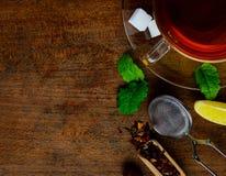 Superiore vista di tè e degli ingredienti Fotografia Stock