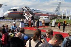 Superjet 100 de Sukhoi de los aviones de pasajero del corto recorrido en el Interna Imágenes de archivo libres de regalías