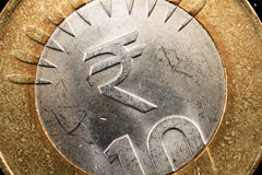 Supermakro des indische Rupien-Symbols auf einer Münze Stockfoto