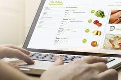 supermarché en ligne de calcul à la maison Image libre de droits