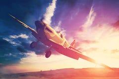 Supermarine hetlevrad person i fligjt med moln under solnedgång Royaltyfri Fotografi