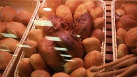 supermarket Chlebowa gablota wystawowa z bliska HD zdjęcie wideo