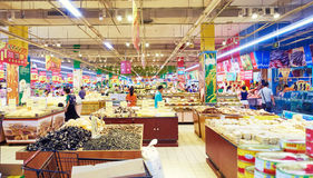 Busy supermarket grocery food retail shopping China Royalty Free Stock Photos