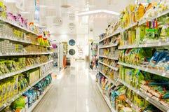Supermarket Merkur i Wien, Österrike Det är den största supermarketkedjan i Österrike Arkivbild