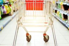 Supermarketa wózek na zakupy obraz royalty free