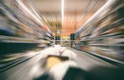 Supermarketa wózek na zakupy w ruchu, widok od wózek na zakupy Fotografia Stock