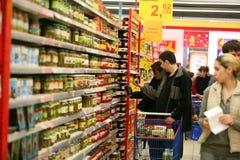 Am Supermarkt Lizenzfreie Stockfotografie