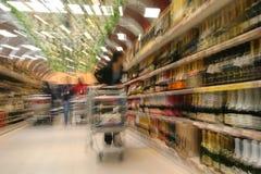 Am Supermarkt Stockbild
