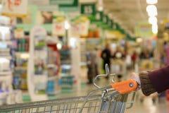 Supermarkt: boodschappenwagentje Stock Foto's