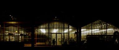 Supermarkt in der Nacht Lizenzfreies Stockbild