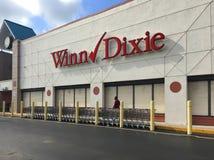 Supermarkt, der schließt, um sich für Hurrikan Irna vorzubereiten Lizenzfreies Stockfoto