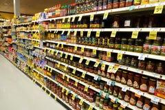 Supermarktgang Stockbild
