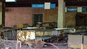 Supermercado Chernóbil Ucrania del pueblo fantasma de Prypyat almacen de video