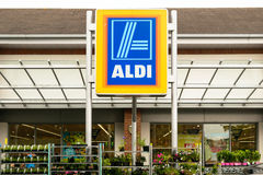 Supermercado de Aldi fotografía de archivo libre de regalías