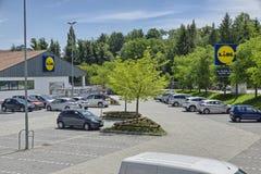 Supermercado de Lidl, cadeia de supermercados famosa imagem de stock