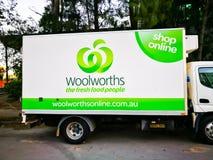Supermercado de Woolworths, camión de reparto del colmado para las compras en línea imagen de archivo