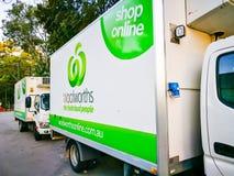 Supermercado de Woolworths, camión de reparto del colmado para las compras en línea fotografía de archivo libre de regalías