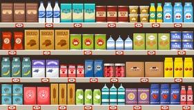 Supermercado, estantes con los productos y bebidas Fotos de archivo