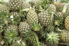 Supermercado fresco del pineappleon imagen de archivo libre de regalías