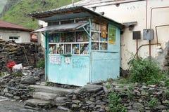 Supermercado, pueblo caucásico, Georgia imagen de archivo