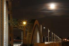 Supermond über Brücke #3 lizenzfreies stockfoto