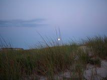Supermoon如被看见从火海岛,长岛NY 免版税图库摄影