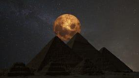 Supermoon πέρα από τις μεγάλες πυραμίδες, Κάιρο, Αίγυπτος Timelapse ελεύθερη απεικόνιση δικαιώματος