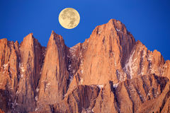 Supermoon au-dessus du Mont Whitney Photo stock