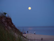 Supermoon como visto da ilha do fogo, Long Island NY Foto de Stock