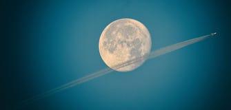 SuperMoon flygparad arkivfoto