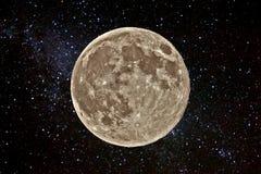 Supermoon och stjärnafält Royaltyfri Foto