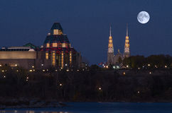 Supermoon over National Gallery van Canada Royalty-vrije Stock Foto's