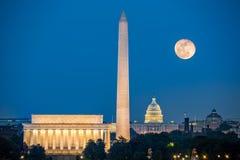 Supermoon sobre Washington DC imagenes de archivo
