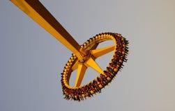 Superpendel im Vergnügungspark Stockbilder