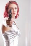 Superraumweinleseheldin mit einem Gewehr Lizenzfreies Stockfoto