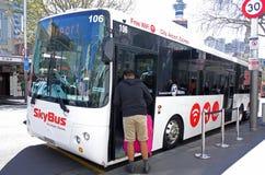 Supershuttle Skybus in Auckland Neuseeland Stockbilder