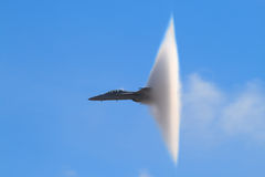 Free Supersonic Vapor Cone (F-18 Super Hornet) Royalty Free Stock Photo - 7858825