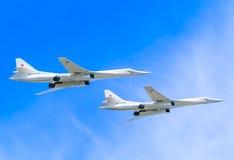 2 supersoniska bombplaner för Tupolev Tu-22M3 (baktändning) Royaltyfri Foto