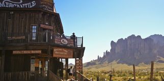 A Superstition Mountain View from Goldfield Ghost Town Royalty Free Stock Photo