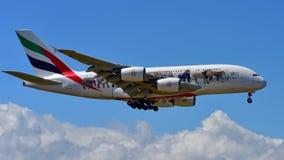 Supertunnel-bohrwagen Emirat-Airbusses A380 vereinigte herein für Livreelandung der wild lebenden Tiere an internationalem Flugha Lizenzfreies Stockbild