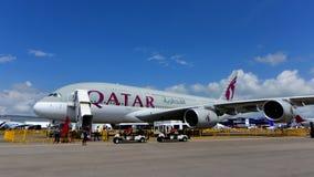 Supertunnel-bohrwagen Qatar Airwayss Airbus A380 auf Anzeige Lizenzfreies Stockfoto